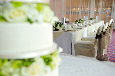 wedding cake and main table